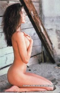 shannon elizabeth topless boobs show