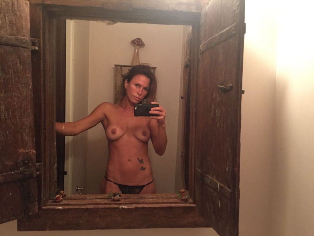 rhona mitra nude hacked personal pictures leaked 002