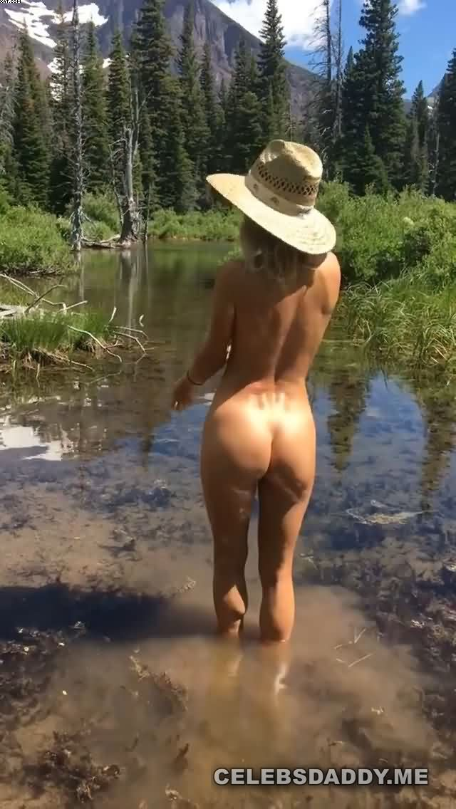 sara jean underwood nude butt and boobs snaps 008