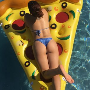 ariel winter pizza bikini3