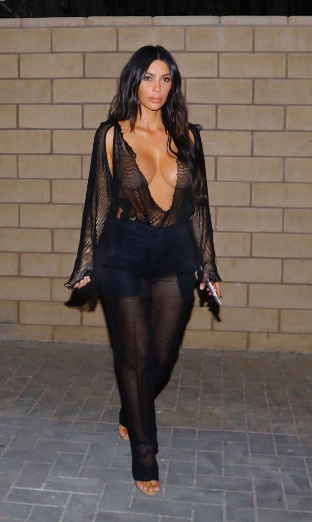 kim kardashian boobs show 002