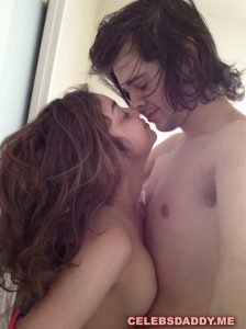 sarah hyland private nude pictures 005