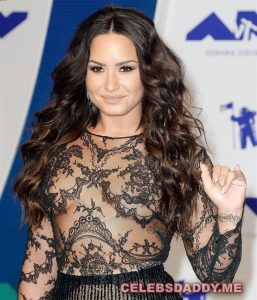 demi lovato flashing her nipples 004