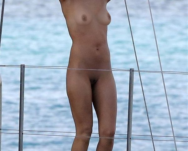 jessica alba completely nude candid on yatch