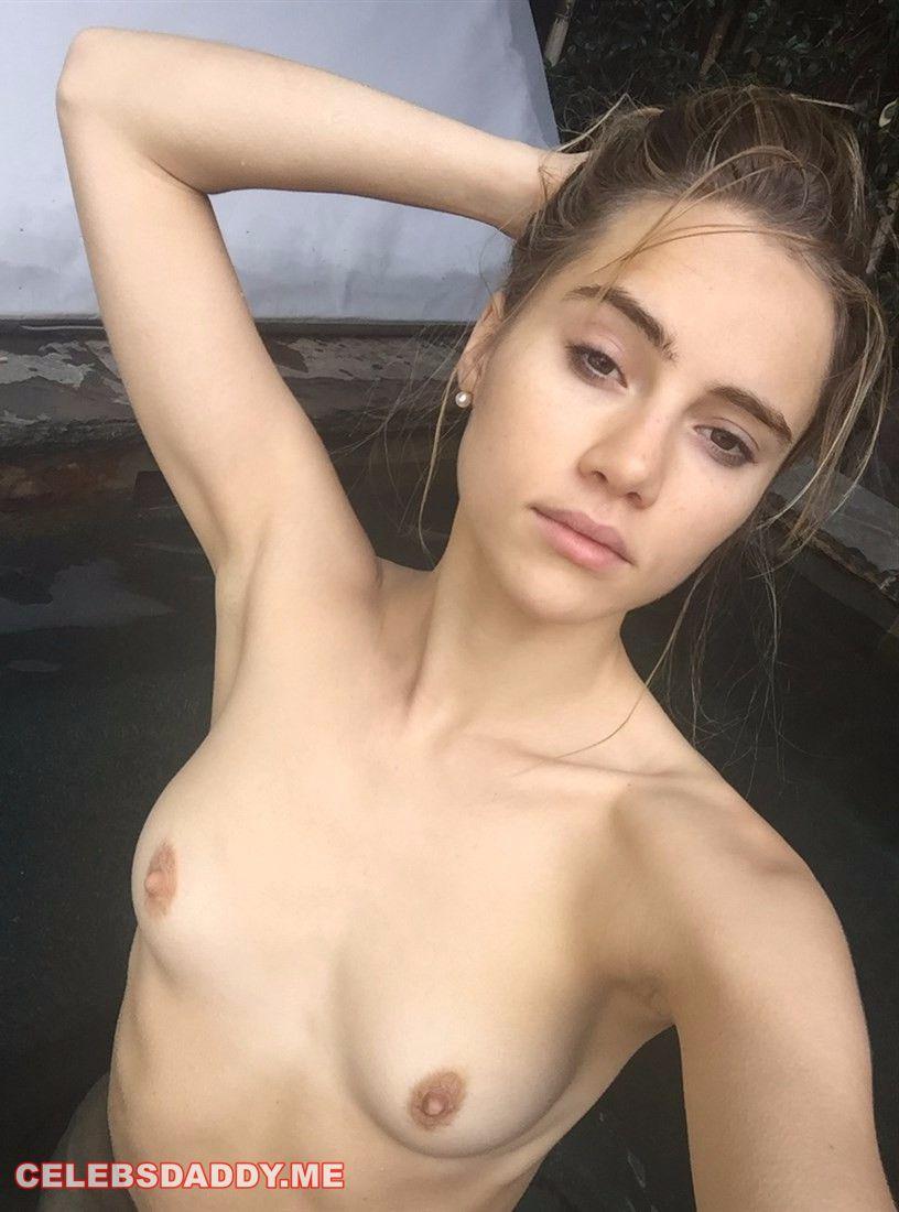 Naked suki waterhouse Suki Waterhouse