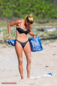 kelly rohrbach topless in hawaii beach 004
