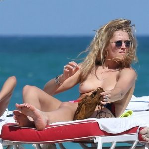toni garrn and alina baikova topless beach show 003