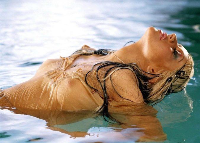 christina aguilera see thru boobs show 001