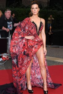 kate beckinsale arrives half naked 006