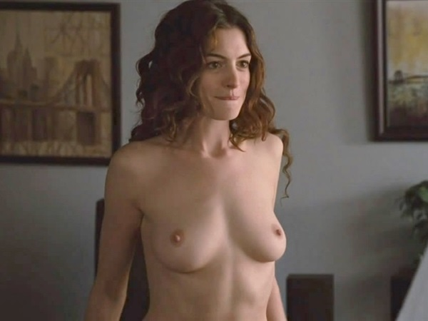 anne hathaway nude love other drugs