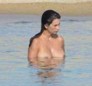 penelope cruz topless beach candids 001