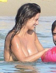 penelope cruz topless beach candids 003