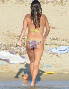penelope cruz topless beach candids 005