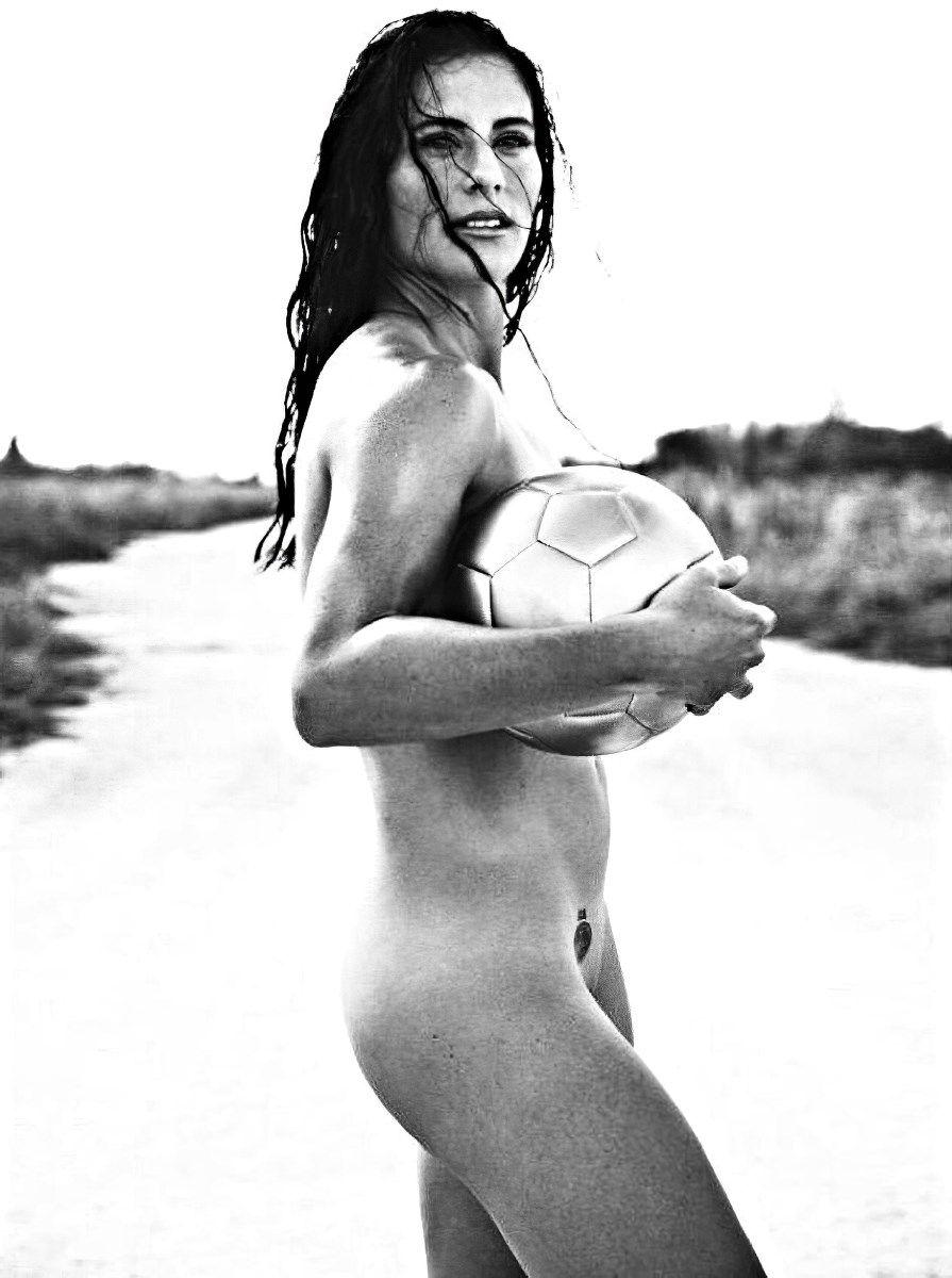Zach ertz posing absolutely naked for espn